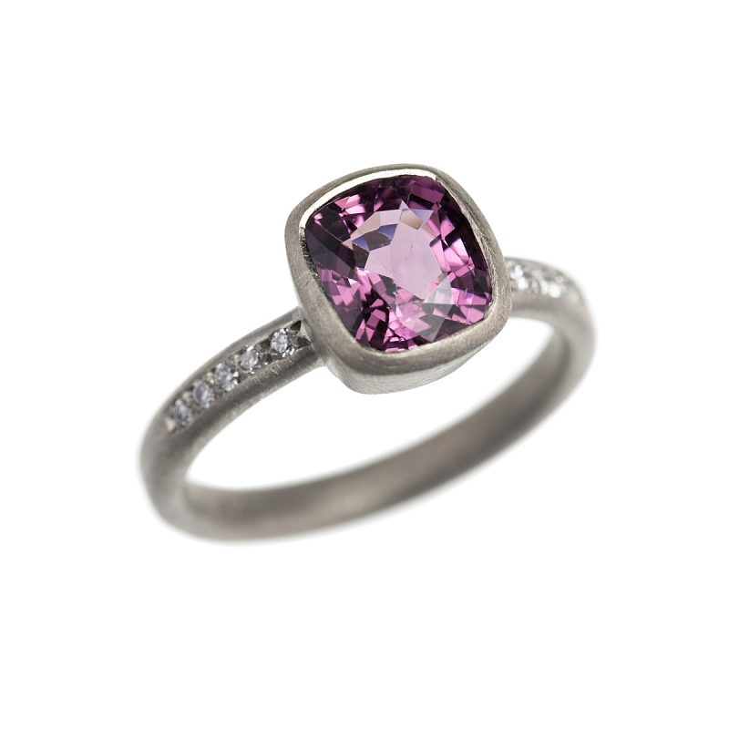 R234 18ct white gold, purple spinel and diamond ring Photo r234.jpg