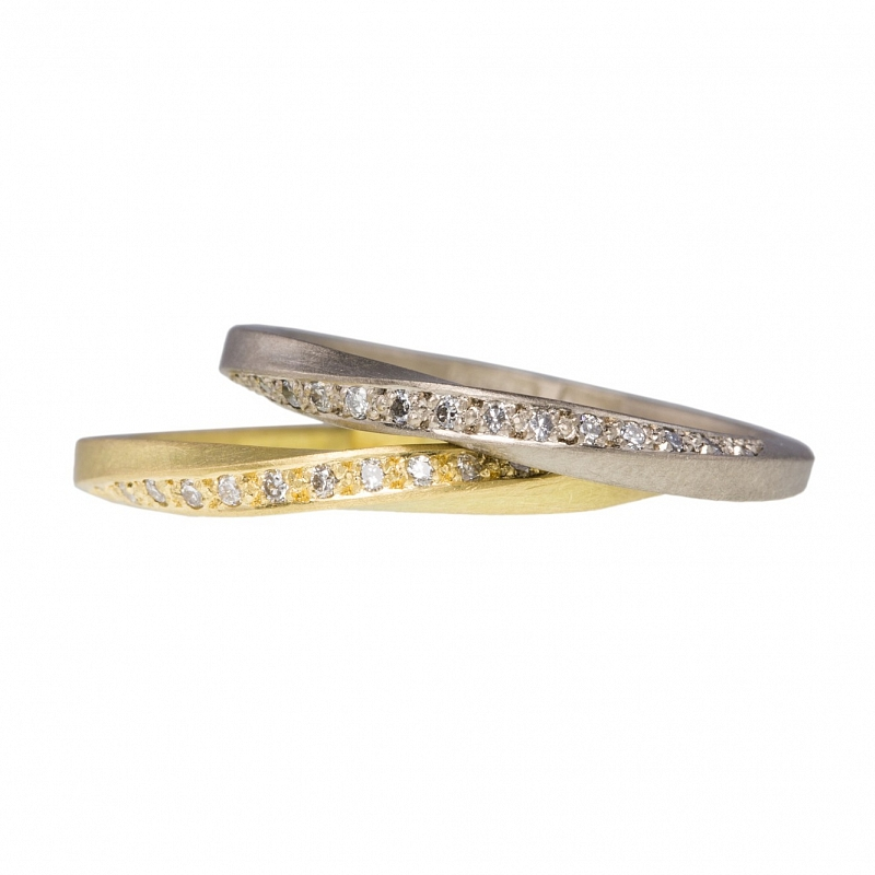 R239 & R240 18ct gold and diamond twist rings Photo h_webster-8278.jpg