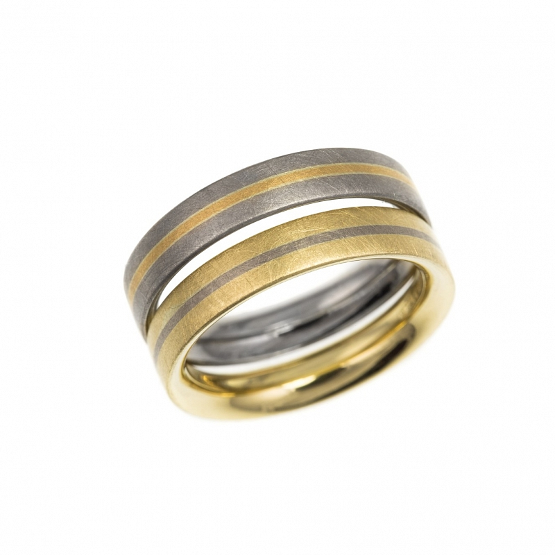 R113 & R114 18ct gold stripe rings Photo hannah_webster-3967.jpg