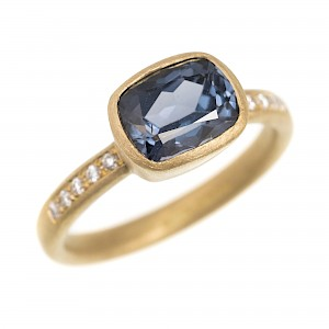 R289 18ct yellow gold ring with blue spinel and diamonds
