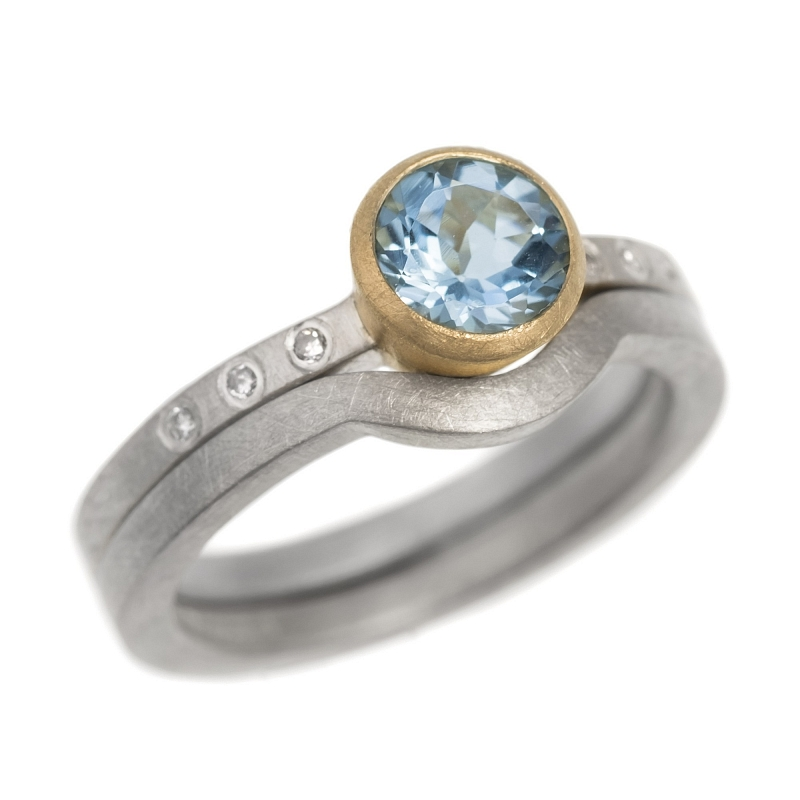 R127 Round faceted Aquamarine, diamond, silver and 18ct yellow gold ring Photo hannah_webster-3035_2.jpg