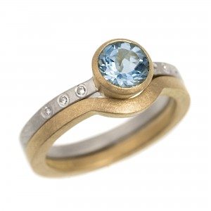 R127 Round faceted Aquamarine, diamond, silver and 18ct yellow gold ring
