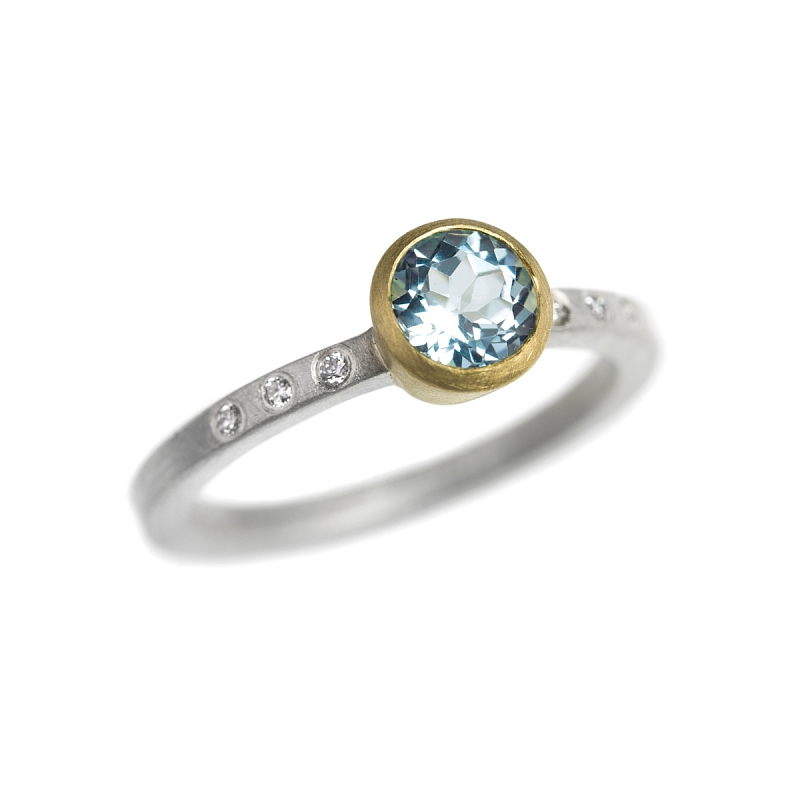 R127 Round faceted Aquamarine, diamond, silver and 18ct yellow gold ring Photo r127.jpg
