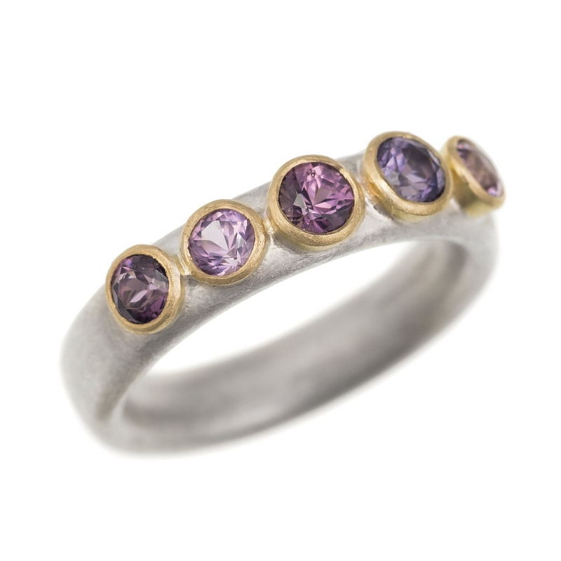 R292 Silver & 18ct Y gold 5 purple spinel ring Photo r292.jpg